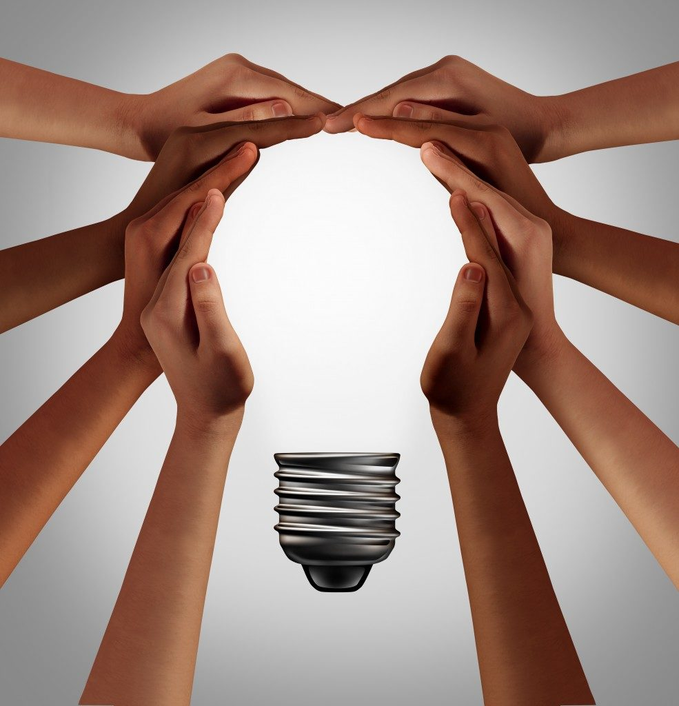 Hands forming the shape of a lightbulb